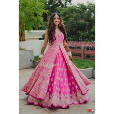 The Best Intimate Wedding Outfits of 2020 - ShaadiWish Indian Gowns Dresses, Indian Fashion Dresses, Indian Designer Outfits, India Fashion, Fashion Clothes, Mehndi Function Dresses, Indowestern Lehenga, Mehndi Outfit, Sangeet Outfit