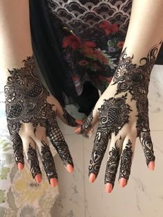 Latest Mehandi Designs That You Must Try On Your Best Friends Wedding Mehndi Designs For Girls, Modern Mehndi Designs, Bridal Henna Designs, Dulhan Mehndi Designs, Mehndi Design Pictures, Mehndi Designs For Fingers, Beautiful Henna Designs, Latest Mehndi Designs, Bridal Mehndi