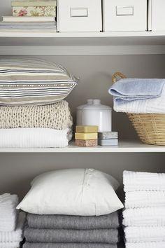 martha stewart organize linen closet