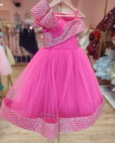 Baby Girl Dresses Fancy, Little Girl Pageant Dresses, Cute Prom Dresses, Frocks For Girls, Girls Dresses, Baby Frocks Designs, Kids Frocks Design, Kids Dress Wear, Kids Wear