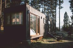 Shipping Container House Coyhaique, Chile - Living in a Container Chile, Shipping Container Cabin, Container Homes, Tiny House Design, House Layouts, Innovation Design, Lofts, Shed, Outdoor Structures