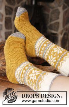 Knitted socks with Norwegian pattern - fair isle socks - free knitting pattern Crochet Socks, Knitted Slippers, Wool Socks, Knitting Socks, Knit Crochet, Crochet Gifts, Knitted Socks Free Pattern, Baby Patterns, Knitting Patterns Free