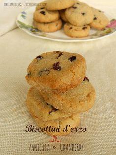 BISCOTTINI d'ORZO alla VANIGLIA e CRANBERRY . http://facciamocheerolacuoca.blogspot.it/2014/11/biscottini-dorzo-alla-vaniglia-e.html