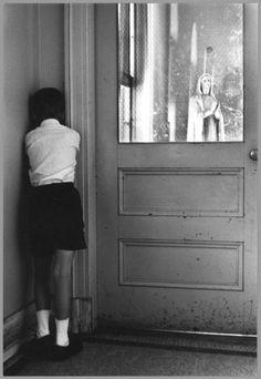 William Gale Gedney Student Facing the Corner, St. Joseph's School for the Deaf circa 1960 Diane Arbus, Walker Evans, Robert Doisneau, Photo Vintage, Vintage Photos, Retro Mode, Religion, Infancy, Foto Art