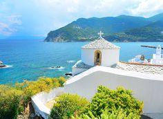 Plan your holidays or wedding in Skopelos, a greek island with whitewashed houses & charming chapels in the Aegean sea. This is where Mamma Mia! Mamma Mia, Palawan Island, Best Island Vacation, Santorini Greece, Skopelos Greece, Crete Greece, Blue Roof, Puerto Princesa, Hidden Beach