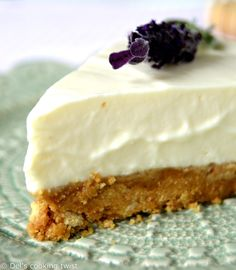 Both sweet and refreshing, this cheesecake will virtually take you to Provence in the south of France! Cheap Clean Eating, Clean Eating Snacks, Summer Cheesecake, Desserts Rafraîchissants, Lavender Recipes, Lavender Ideas, Lavender Cake, Lavender Honey, Cake Recipes