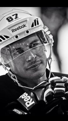 Sidney Crosby- I'm not a Penguins fan but he is one bad ass hockey player. Hot Hockey Players, Hockey Teams, Ice Hockey, Sports Teams, Pittsburgh Sports, Pittsburgh Penguins Hockey, Descente Ski, Snowboard, Protection Moto