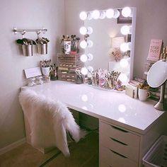 Makeup Room Ideas room DIY (Makeup room decor) Makeup Storage Ideas For Small Space - Tags: makeup room ideas, makeup room decor, makeup room furniture, makeup room design Cute Room Decor, Teen Room Decor, Room Ideas Bedroom, Bed Room, Wall Decor, Bedroom Desk, Bedroom Furniture, Bedroom Inspo, Bedroom Inspiration