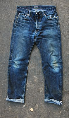 Torn Jeans, Denim Jeans Men, Jeans Pants, Blue Jeans, Mens Fashion Suits, Denim Fashion, Edwin Jeans, Red Wing Boots, Japanese Denim