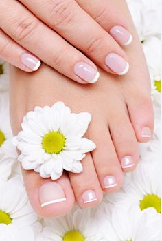 HOW TO DO A FRENCH MANICURE: beauty treatment oasis. (French manicure DIY tutorial.)