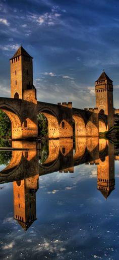 Trip to France - lovely picture Beautiful Buildings, Beautiful Places, Places To Travel, Places To See, Cheap International Flights, Old Bridges, Sites Touristiques, Ville France, Beaux Villages