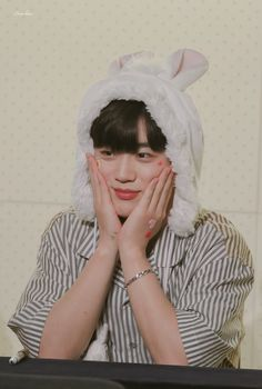 "Łøvɇ ħȺn on Twitter: ""190831 엑스원 팬사인회  읭???🐰    나 귀여워???  #김요한 #KIMYOHAN #YOHAN #팬싸 #엑스원 #X1 #원잇 #요한 #FLAϟH… "" Crazy Genius, Quantum Leap, Fandom, 3 In One, Korean Boy Bands, First Photo, My Boys, Make Me Smile, Boy Groups"