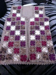 This Pin was discovered by Ser Crochet Baby Dress Pattern, Crotchet Patterns, Knitting Patterns Free, Hand Knitting, Crochet Squares, Crochet Trim, Crochet Granny, Knit Crochet, Knit Vest