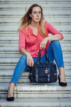 En el regreso al #trabajo #job.. Te das cuenta que necesitas un #mesenger #bag ?? grande con compartimentos en su interior??Este es tu #style fusionando calidades nobles como la #piel #leather con microfibras .. A #nanodelarosa #item best quality #nosvemosenlastiendas