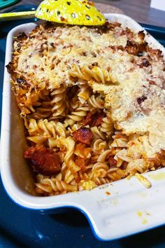 Cheesy Chorizo and Tomato Baked Pasta is a delicious recipe for a wonderful dinner. Easy to make with few ingredients, this dish will become a favorite. Gluten Free Recipes, Baking Recipes, Easy Recipes, Dinner Recipes, Chorizo Pasta Bake, Chorizo And Potato, Quick Meals, Food Porn, Food And Drink