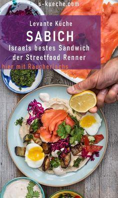 Sabich - israelisches Sandwich - der Streetfood Klassiker in Israel, eins der besten Sandwiches der Welt, heute mit mit geräuchertem Lachs #sabich #lachs #streetfood #israel #levante #sandwich #frühstück #länderküche #snack #rezept #israelischkochen