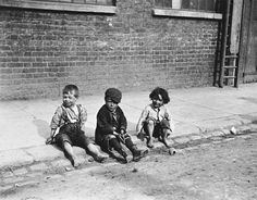 Paul Martin, Street 'urchins' (1893), London, UK The Origins of Street Photography in London 1860-1889