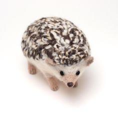 くらげパレード • hakoiri: 【羊毛フェルト】ヨツユビハリネズミを作りました。