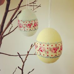 michelle made this decoupage polystyrene eggs.  Paint and then apply napkins with pva glue.  Simple :O)