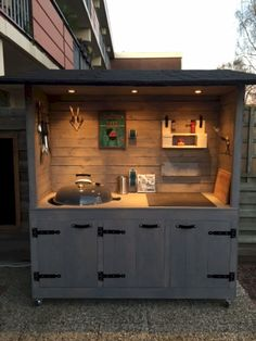 Get outdoor kitchen ideas from thousands of outdoor kitchen pictures. Learn abou… Get outdoor kitchen ideas from thousands of outdoor kitchen pictures. Learn about layout options, sizing, planning for appliances, cost, and more. Outdoor Kitchen Bars, Backyard Kitchen, Outdoor Kitchen Design, Backyard Bar, Simple Outdoor Kitchen, Small Outdoor Kitchens, Outdoor Cooking Area, Outdoor Grilling, Small Patio
