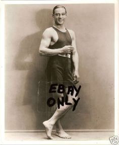 The Cutest Swimsuit Photo! Old Hollywood Glamour, Vintage Hollywood, Rudolph Valentino, Silent Film Stars, Boy Poses, Classic Movie Stars, Cute Swimsuits, Fashion Photography, Photography Portraits