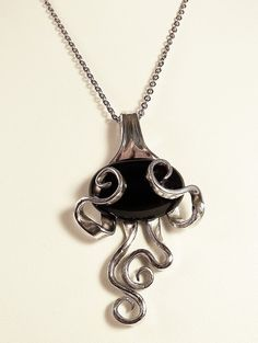Pendentif de coutellerie avec onyx - Cutlery pendant with onyx Fork Jewelry, Silverware Jewelry, Metal Jewelry, Jewelry Art, Antique Jewelry, Jewelry Design, Jewelry Ideas, Mens Silver Necklace, Silver Earrings