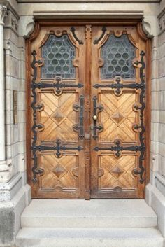 Stockholm, Sweden. Beautiful wooden door, old architecture. Ostermalm district. Stock Photo
