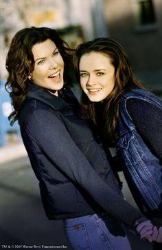 Still of Alexis Bledel and Lauren Graham in Gilmore Girls (2000)