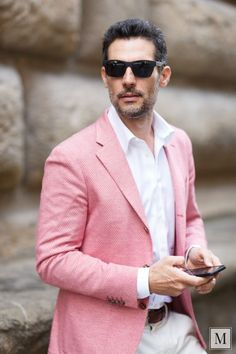 An eclectic jacket for eclectic times… Pink Suit Men, Pink Blazer Outfits, Blazer Fashion, Mens Fashion, Designer Suits For Men, Summer Suits, Linen Blazer, Blazers For Men, Suit And Tie