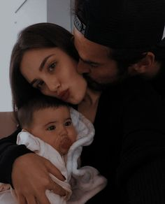 Cute Family, Baby Family, Family Goals, Beautiful Family, Couple Goals, Cute Kids, Cute Babies, Cute Maternity Outfits, Relationship Goals Pictures