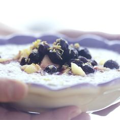Pudding de chia à saveur de coco, cardamome et bleuets