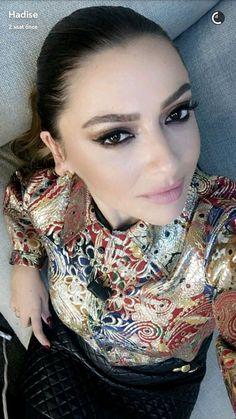 HADISE TEAM (@Hadise_Team) | Twitter Space Phone Wallpaper, Turkish Beauty, Turkish Actors, Celebs, Celebrities, Actors & Actresses, Singer, Beauty Girls, Baron