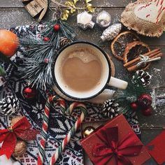 ⚡️𝕡𝕚𝕟𝕥𝕖𝕣𝕖𝕤𝕥 | 𝕝𝕒𝕦𝕣𝕖𝕟𝕟𝕛𝕠𝕒𝕟 Christmas Flatlay, Christmas Mood, Little Christmas, Christmas Photos, All Things Christmas, Xmas, Christmas Ideas, Hygge, Christmas Aesthetic