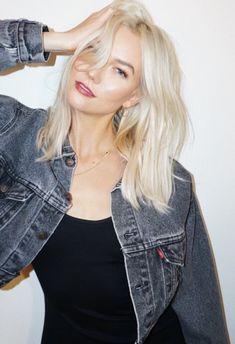 ♥️ Pinterest: DEBORAHPRAHA ♥️ Karlie Kloss platinum blonde medium lenght hair