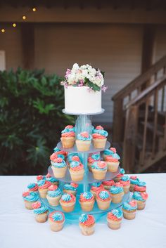 Fun Coral and Turquoise Cupcake Tiers Coral Cupcakes, Blue Wedding Cupcakes, Turquoise Cupcakes, Coral Wedding Cakes, Cupcake Tower Wedding, Wedding Cakes With Flowers, Flower Cakes, Wedding Cookies, Turquoise Coral Weddings