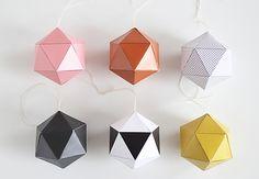 El geométrico jarrón de cartón de Snug Studio