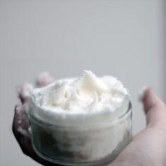 une crème fondanteà l'huile de coco pour le corps