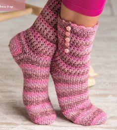 Wood Rose Socks.  Janet Rehfeldt.  Crochet socks.  4ply 420m/100g x 1.  Crochet! Winter 2015.  Newsstand