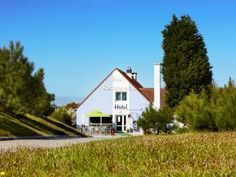 Set in a prime location of Etaples, Kyriad Le Touquet Etaples puts everything the city has to offer just outside your doorstep. The hotel offers a high standard of service and amenities to suit the individual needs of all travelers. Facilities for di Welcome Decor, High Standards, Hotel Deals, Car Parking, Hotel Offers, Cabin, House Styles, City, Park Restaurant