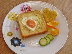Eier im Toastbrot mit Rosmarin - Butter, ein schmackhaftes Rezept aus der Kategorie Warm. Bewertungen: 140. Durchschnitt: Ø 4,3.