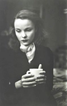 Saul Leiter, coffee cup, 1940.
