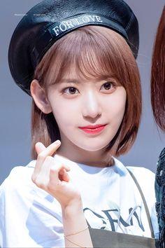 Miyawaki Sakura Facts: -Her official color is pastel pink. -She is from Kagoshima City, Japan. Sakura Bloom, Green Tea Latte, Japanese Horror, Sakura Miyawaki, Child Actresses, Japanese Girl Group, K Idol, Fandom