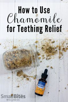 Natural Home Remedies Looking for natural teething remedies that are safe? Try chamomile for it's relaxing and pain relieving benefits. - Looking for natural teething remedies that are safe? Try chamomile for it's relaxing and pain relieving benefits. Teething Baby Relief, Baby Teething Symptoms, Baby Teething Remedies, Natural Teething Remedies, Natural Headache Remedies, Natural Pain Relief, Natural Home Remedies, Puppy Teething, Health