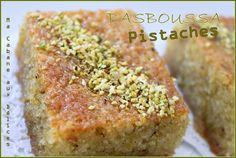 Basboussa est un dessert oriental très répandu de la Turquie à l'Algérie. Un gâteau très facile à préparer imbibé d'un sirop parfumé à l'eau de fleur d'oranger Coco, Banana Bread, Biscuits, Turkey, Cookies, Simple, Orange, Kitchen, Deserts