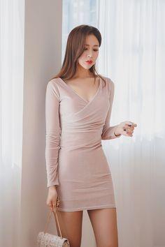 愼 ☼ ριητεrεsτ policies respected.( *`ω´) If you don't like what you see❤, please be kind and just move along. Colorful Fashion, Asian Fashion, Girl Fashion, Fashion Outfits, Korean Beauty, Asian Beauty, Tight Dresses, Cute Dresses, Jolie Photo