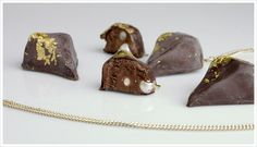 Wear after eating _ 2008 chocolate truffle _ pearls _ edible gold  These pendants are bought as chocolate truffles without the customer knowing what is hidden inside. The wearer has to eat the chocolate first and can then wear the jewel. It's twice the fun, carefully and pleasurably enjoy the chocolates and then wear the precious jewels.