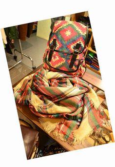 Estilo alternativo en complementos... mochilas, bolsos y más...  http://cmcuntismoda.blogspot.com.es/2015/01/novedades-en-complementos.html
