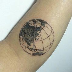 Maybe pinky side left wrist reminder to think globally not selfishly tatouages pinterest - Tatouage globe terrestre ...