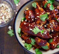 Looking to change up your flavor profiles? Honey sriracha wings!  @the_bbq_buddha