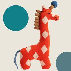 Dieses Stricktier verbindet modernes skandinavisches Design und besonders liebevolle Verarbeitung. Aus kuschelweichem Baumwollstrick gefertigt, ist es nicht nur wunderbar zum Schmusen geeignet, sondern auch ein dekorativer Hingucker in jedem Kinderzimmer. Ein ganz besonderes Geschenk zu Geburt und Taufe! Geprüft nach Ökotex-Standard 100. Tigger, Giraffe, Dinosaur Stuffed Animal, Disney Characters, Fictional Characters, Orange, Toys, Animals, Art